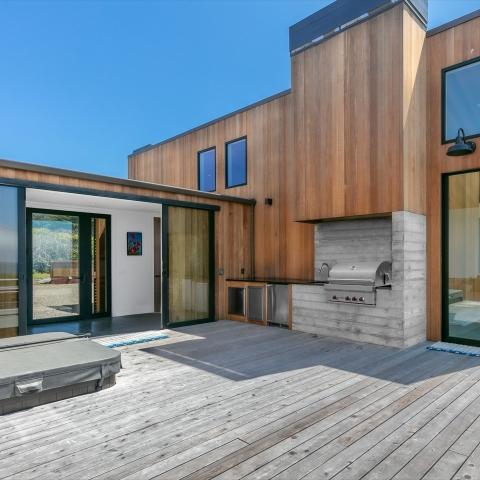 contemporary bluff home 006